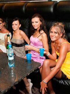 Стриптизер трахнул пьяных девушек на девичнике, порно