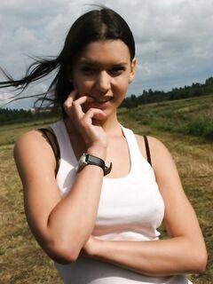 Gangbang групповуха с русской девушкой на природе