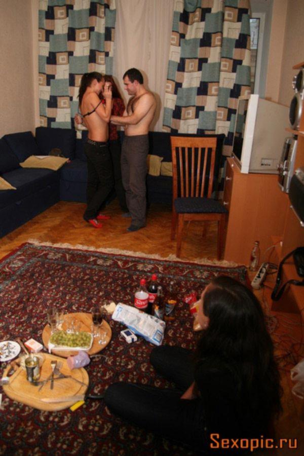 Пьяные русские студенты устроили групповуху на хате - порно