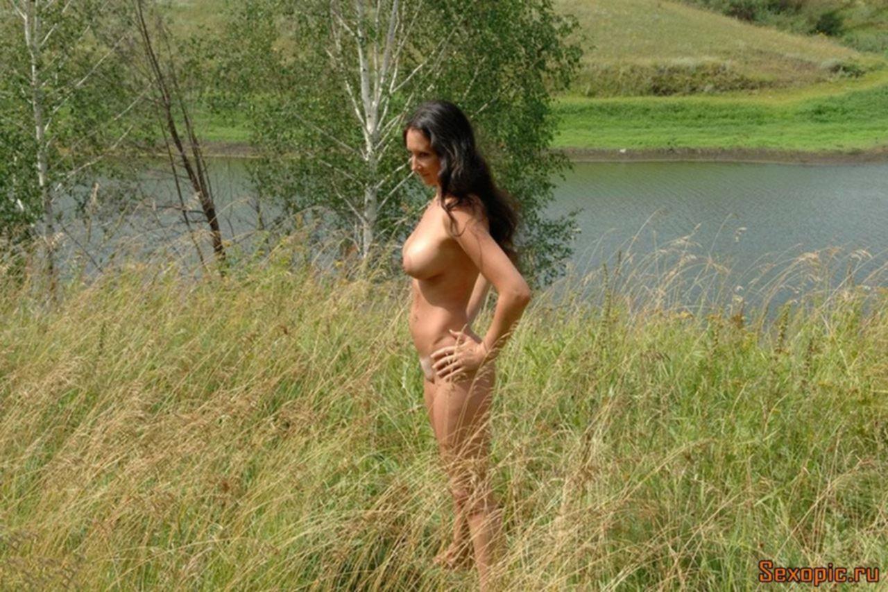 Грудастая русская sexwife обожает мужчин и групповуху