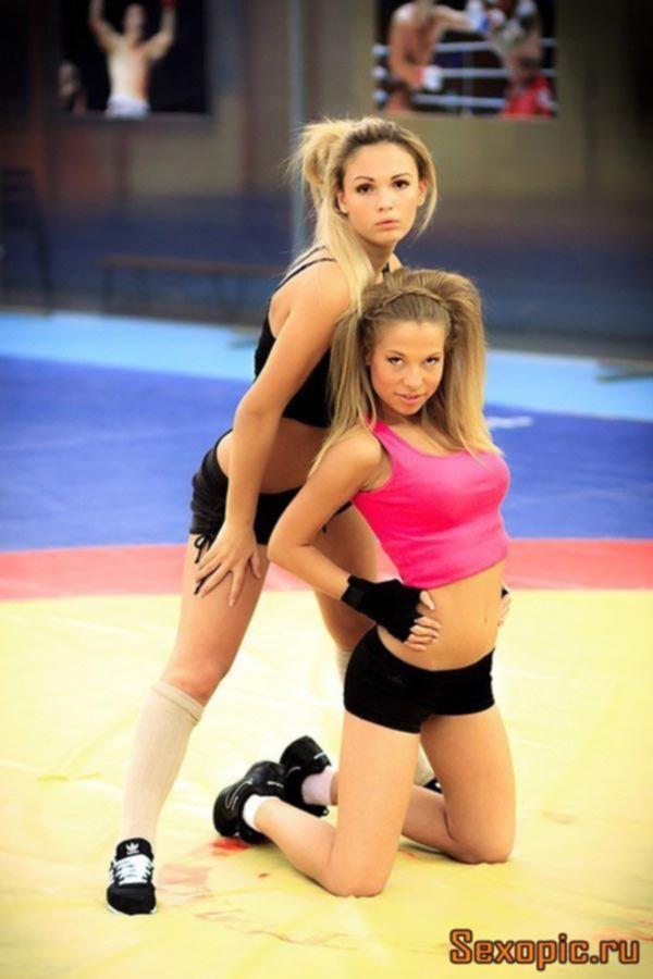 Красотка из Воронежа демонстрирует свое стройное тело