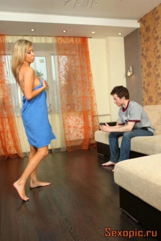 Молодая sexwife наставила рога своему мужу импотенту
