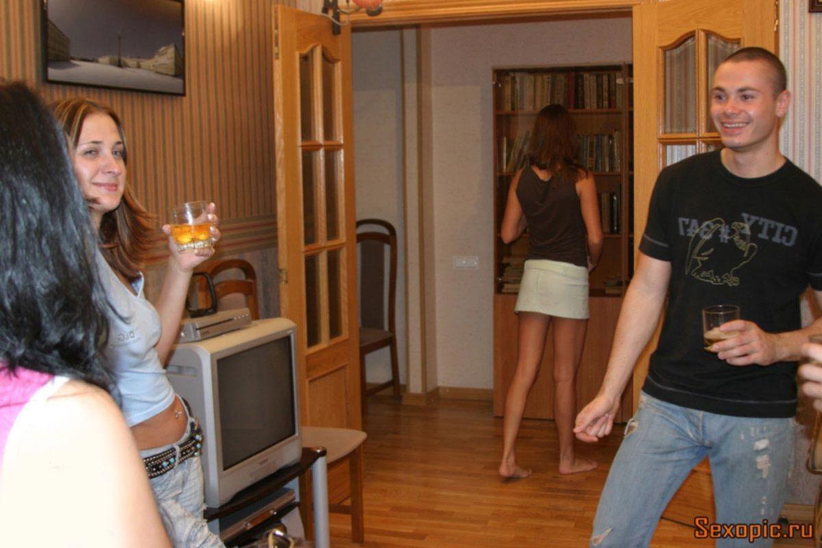 Страстная групповушка молодых русских студентов, порно