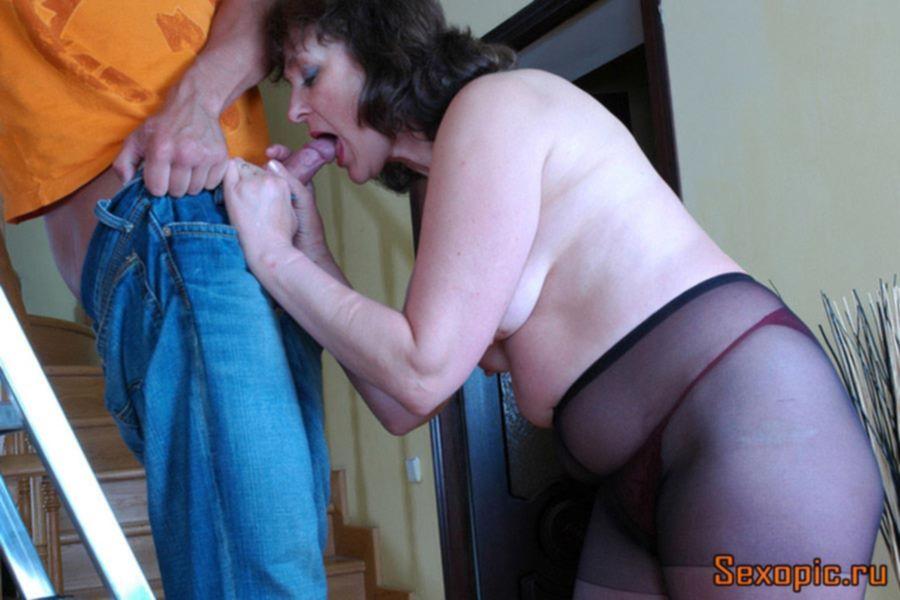 Незамужняя женщина в возрасте соблазнила электрика - порно