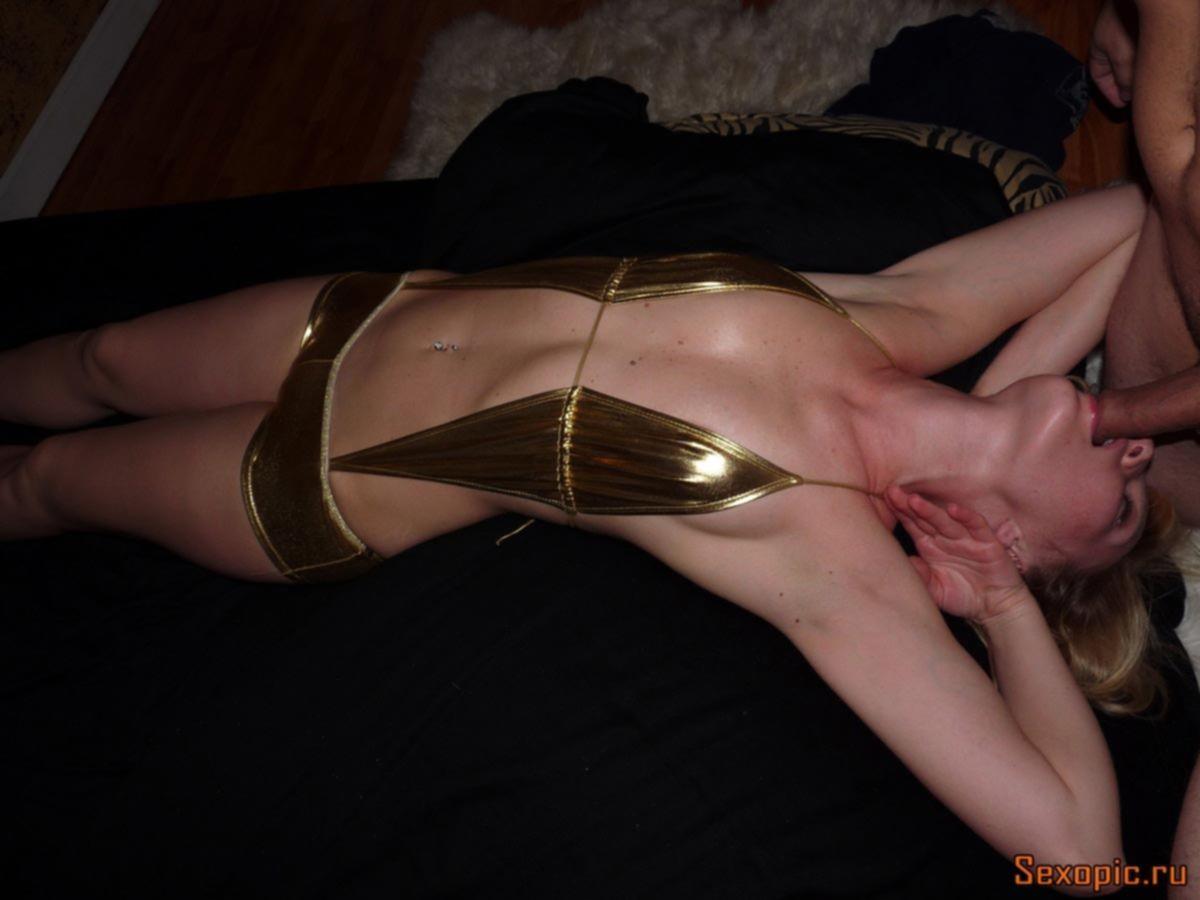 Домашнее порно фото похотливой русской блондинки