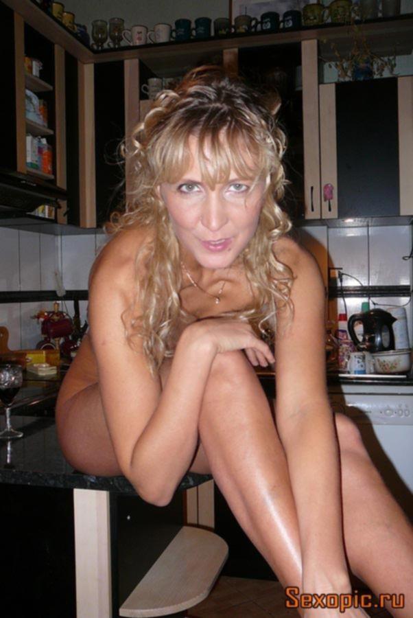 Домашнее порно взрослой женщины с загорелым телом