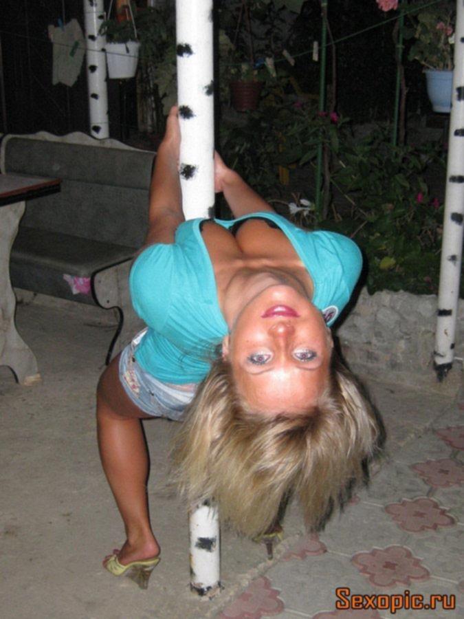 Пикантное фото молодой блондинки после отдыха в Крыму
