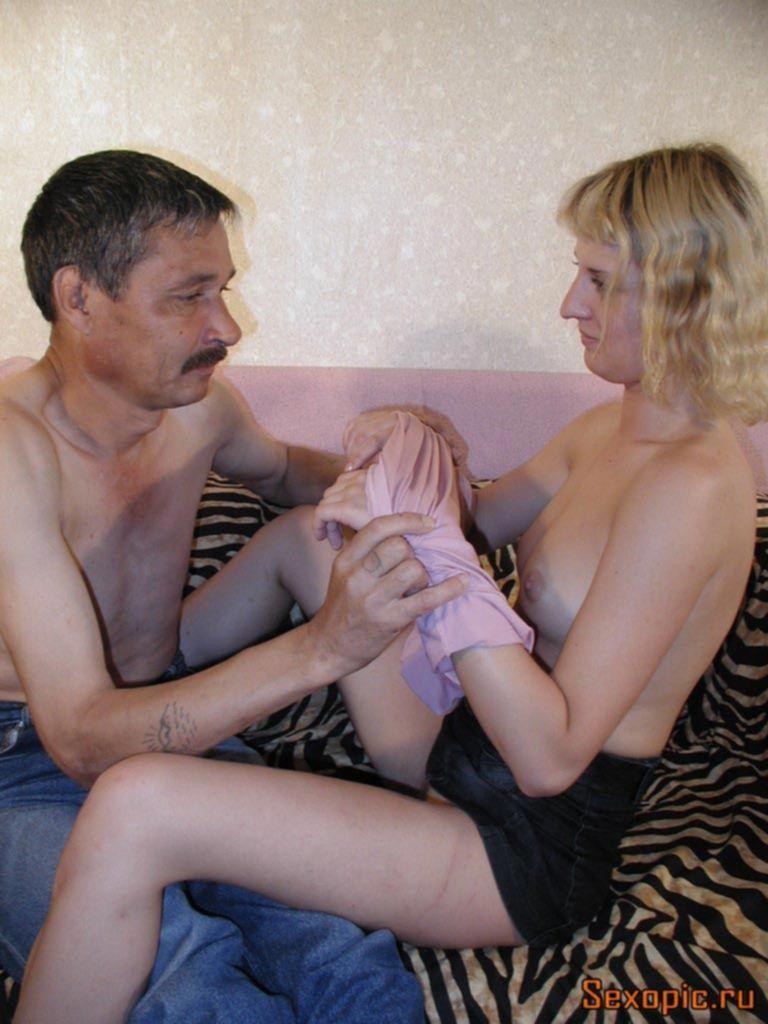Пожилой мужчина трахнул молодую проститутку, порно
