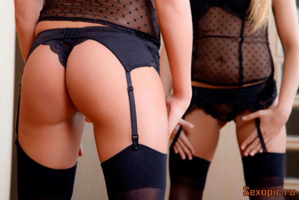 Девушка в капроновых чулках показала интимные прелести, эротика