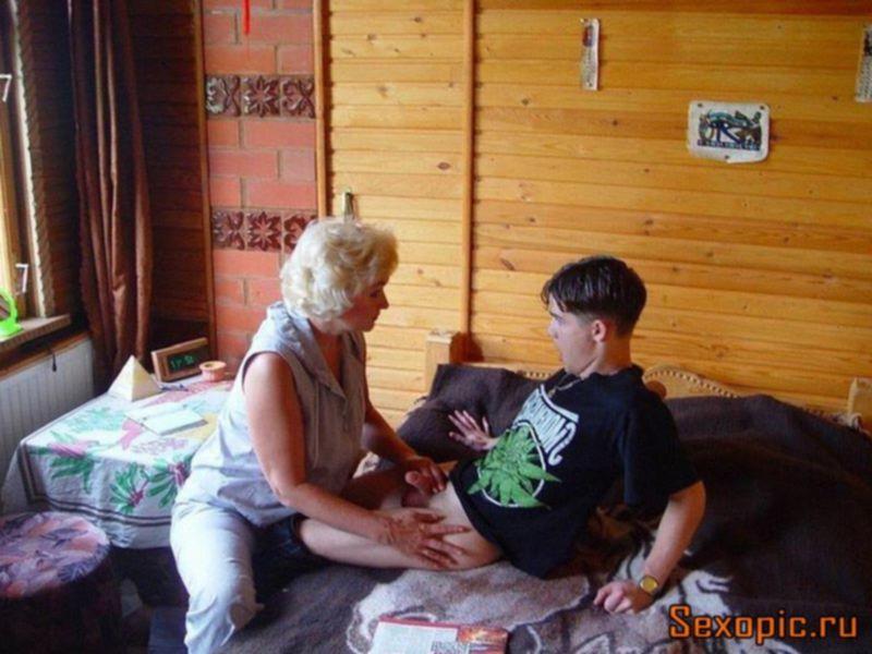 Мать и сын устроили инцест на даче, порно