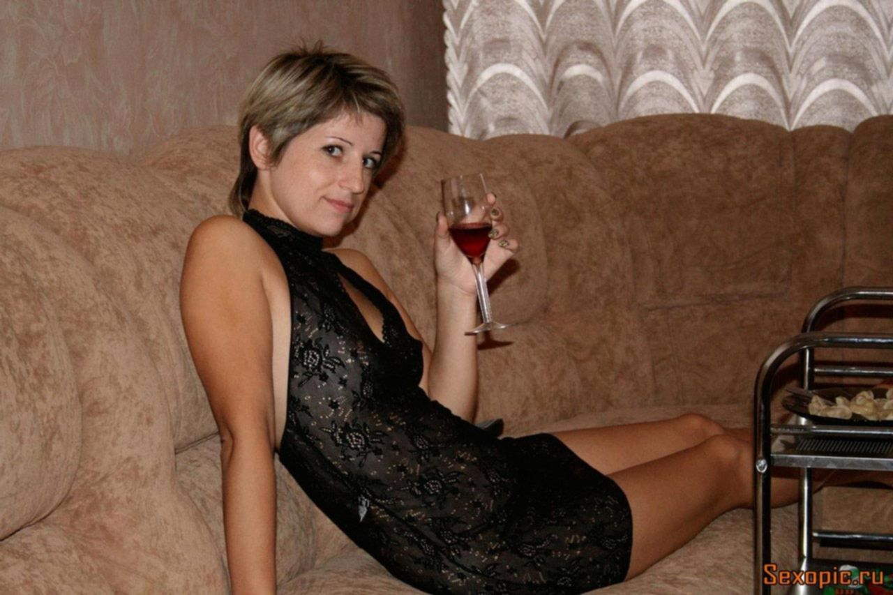 Домашнее порно русской женщины с короткой стрижкой