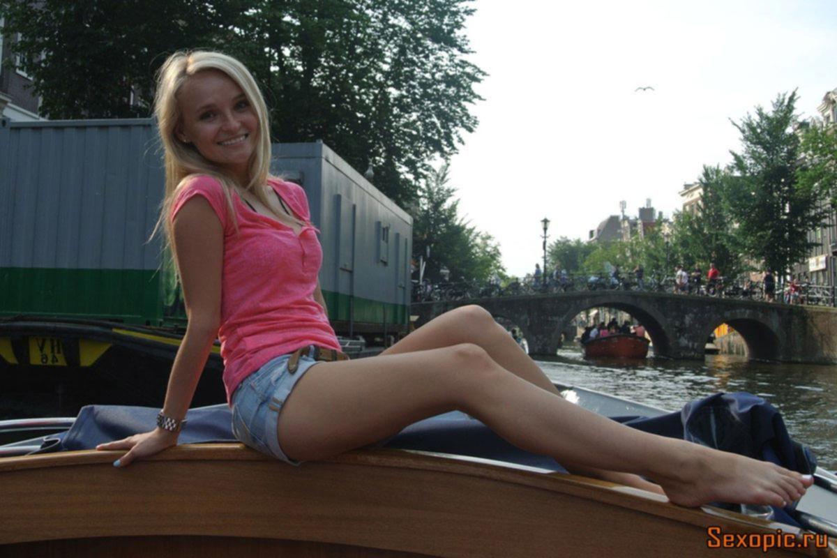 Красивые русские девушки в коротких шортах, эротика