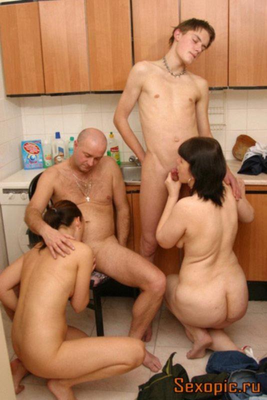 Семейные свингеры устроили групповой инцест, порно