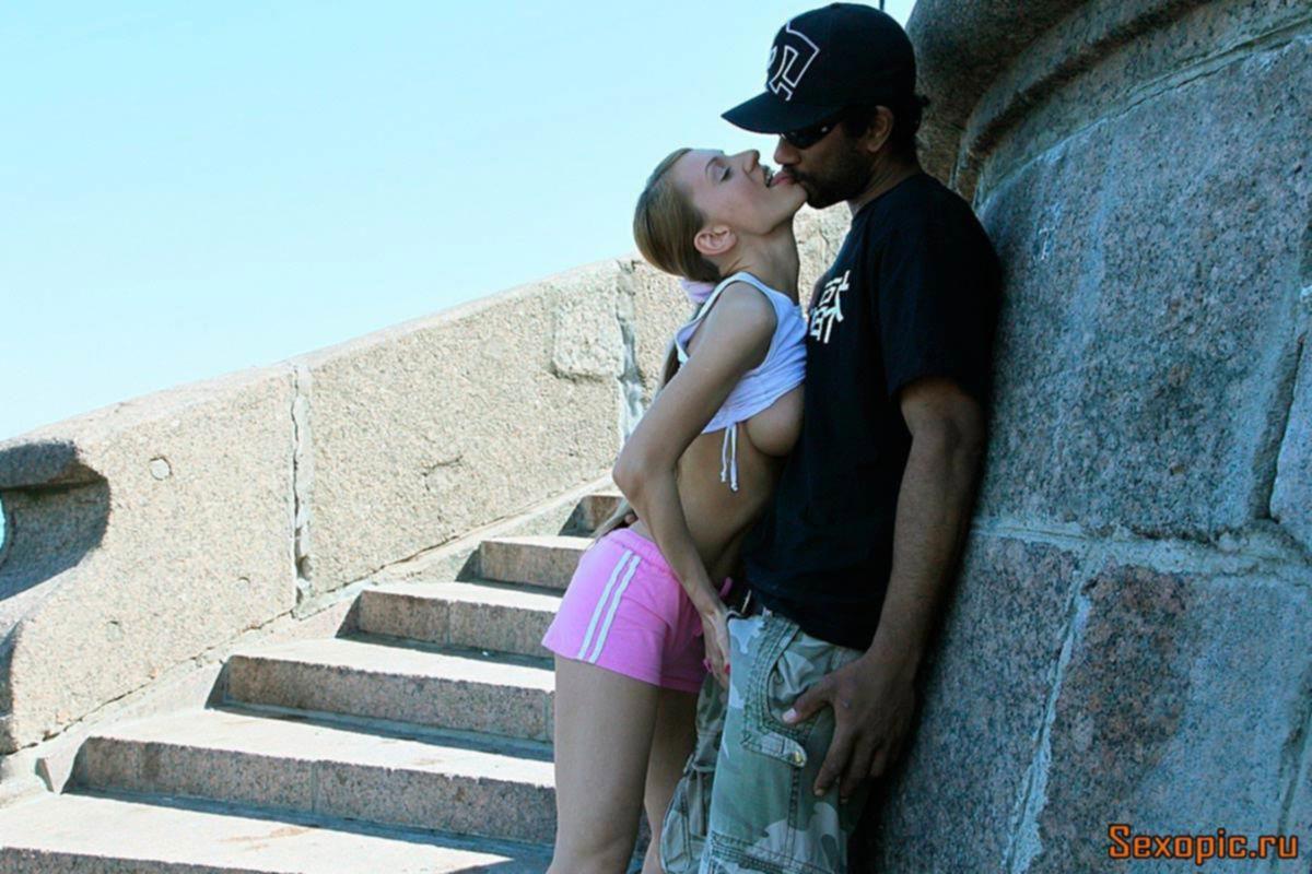 Русская девушка занялась анальным сексом с негром - порно