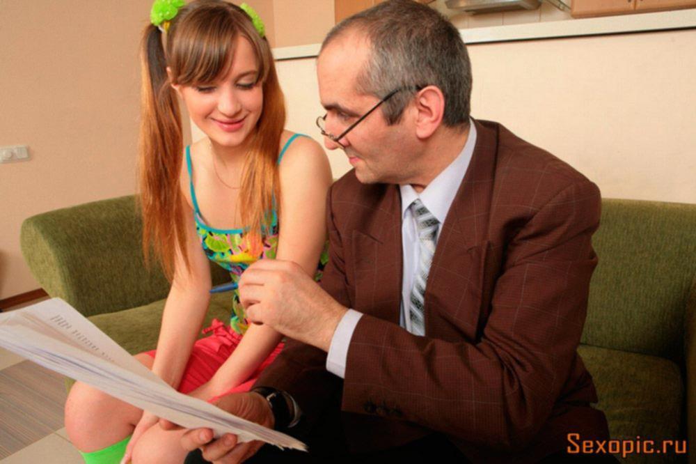 Пожилой грузин трахнул молодую русскую студентку, порно