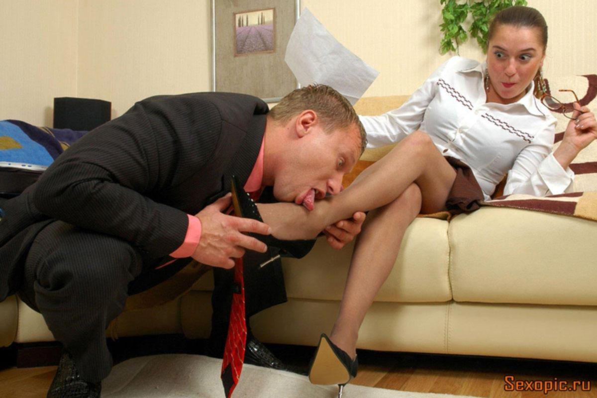 Секретарша в колготках отдалась молодому клерку, порно