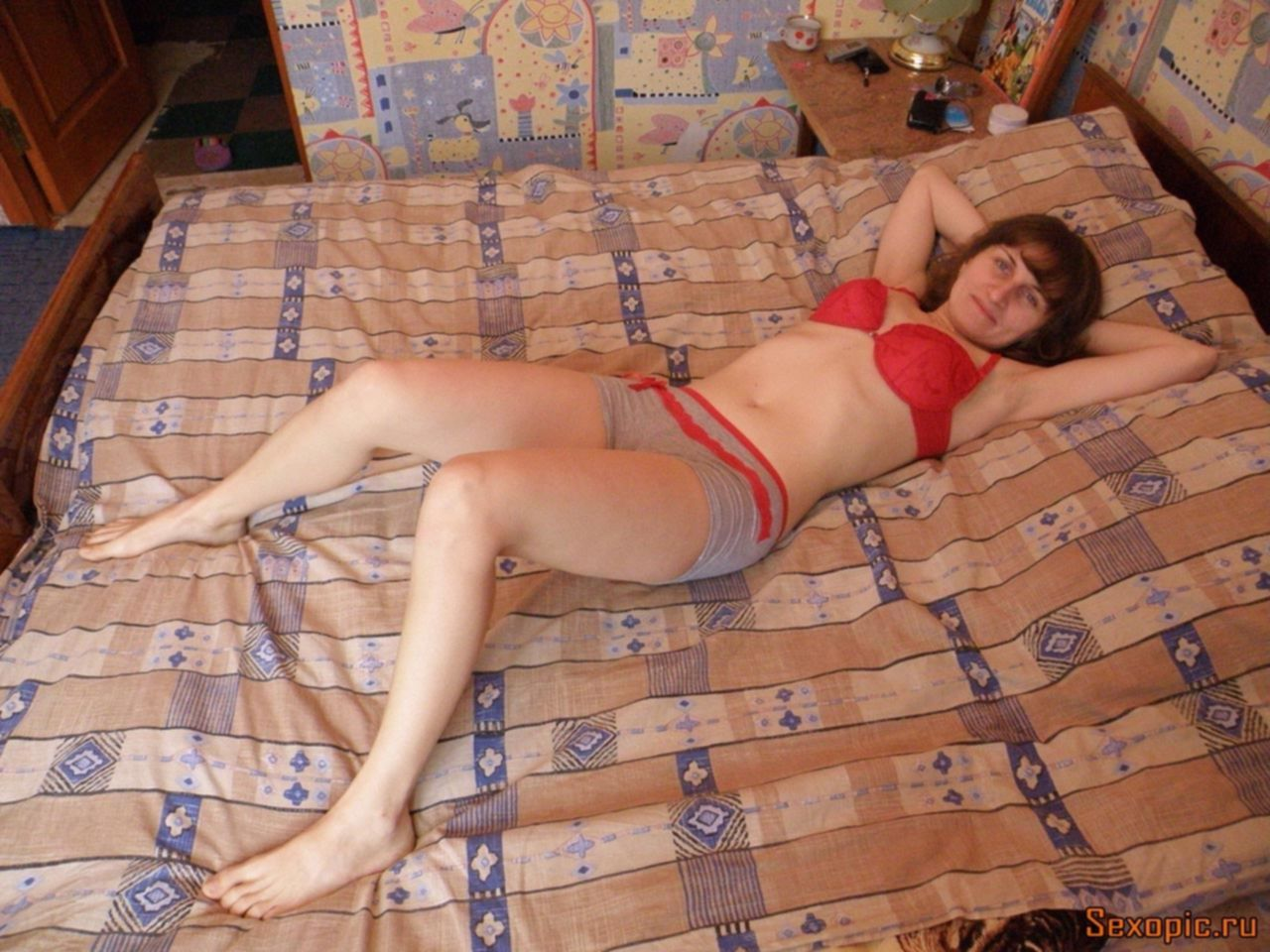 Стройная русская женщина снялась в любительской эротике
