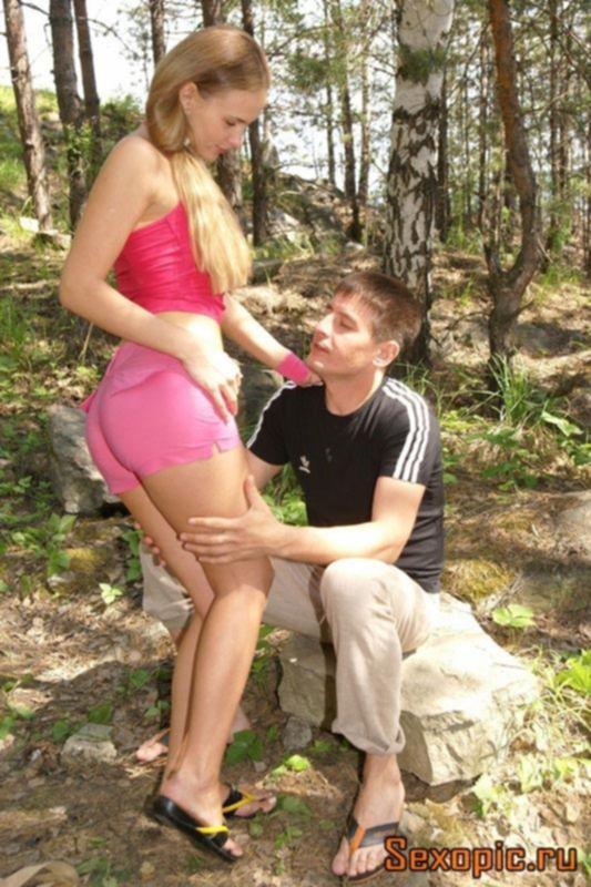 Молодые русские студенты занялись сексом в лесу