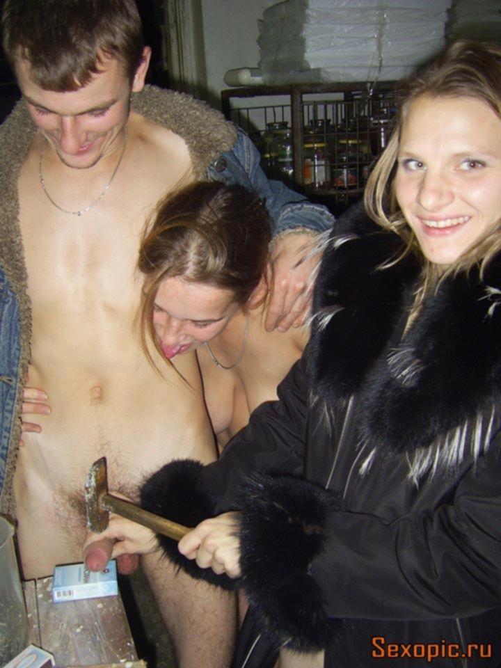 Сельский парень уломал двух девушек на групповуху ЖМЖ